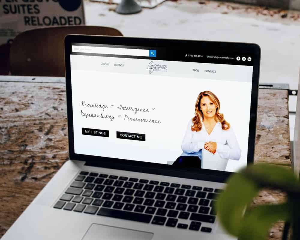 Realtor using digital marketing
